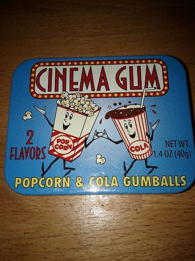 Un popcorn et une liqueur, main dans la main...  mignon!