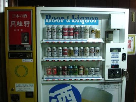 """pour boire un coup (Ce qui donne un nouveau sens l'expression """"Machine à liqueur!"""" Toutoum Tisssssh!)..."""