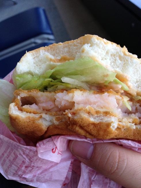 Du bon manger - Shrimp filet o -  japon sandwich de proche ak une bouchée de partie
