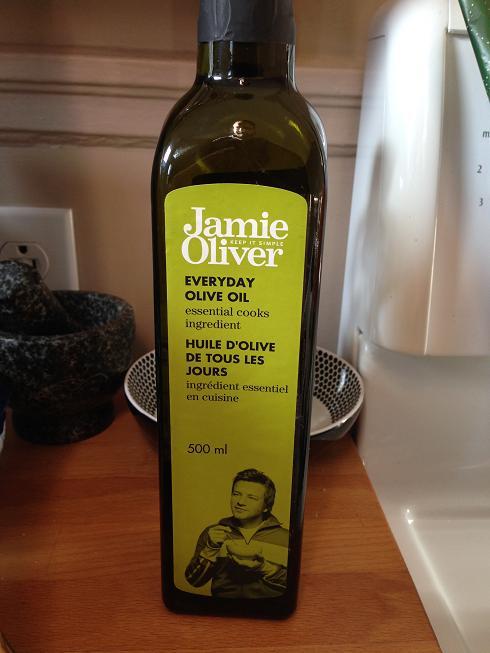De l'huile d'OLIVE, de Jamie OLIVEr! Drôle, non? Euuuuh... non dans le fond!