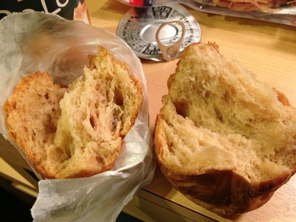 Ben coudonc... Mon jambaloney c't'un croissant!