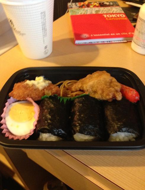 C'est parmi les meilleurs sushis que j'ai mangés de ma vie et je les ai pris au dépanneur en face de l'hôtel!
