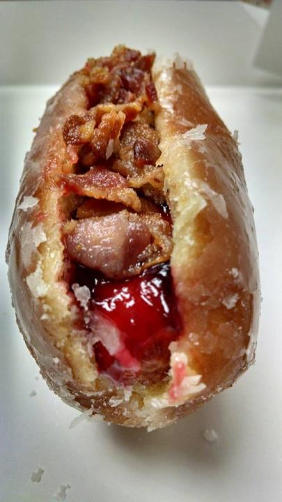Du Bon Manger - Hot Dog bacon confiture krispy kreme